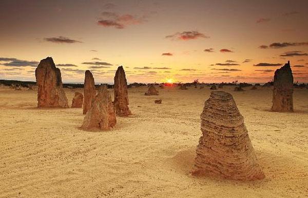 sunset-at-pinnacles-desert