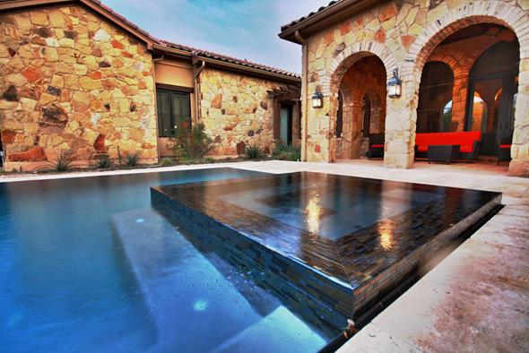 Beautiful Pool & Hot Tub