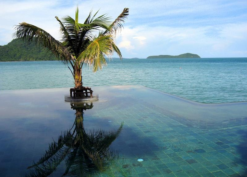 Tropical Infinity Pool