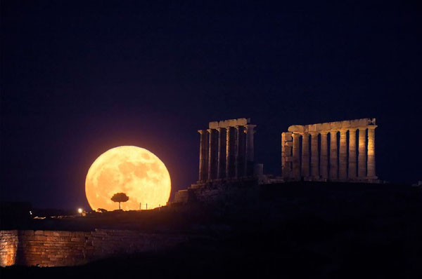 Today is Friday the 13th and a full moon in Macedonia