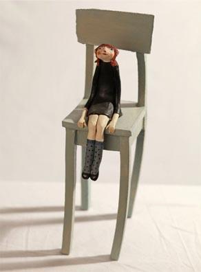 devojce na stolce-ana_majkatiitatkoti