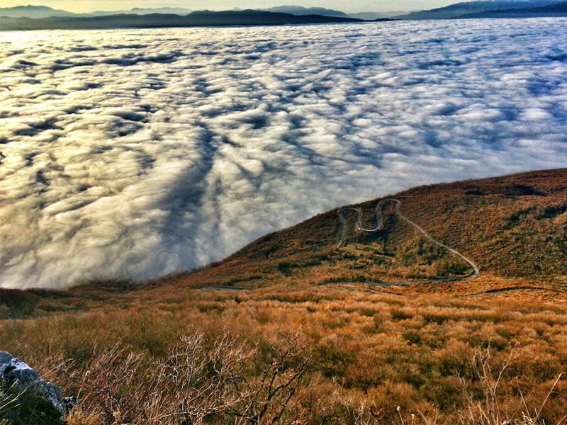 Aleksandar Kolov - Lake made of clouds