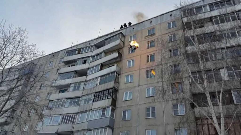 zapalen skoka od zgrada_majkatiitatkoti