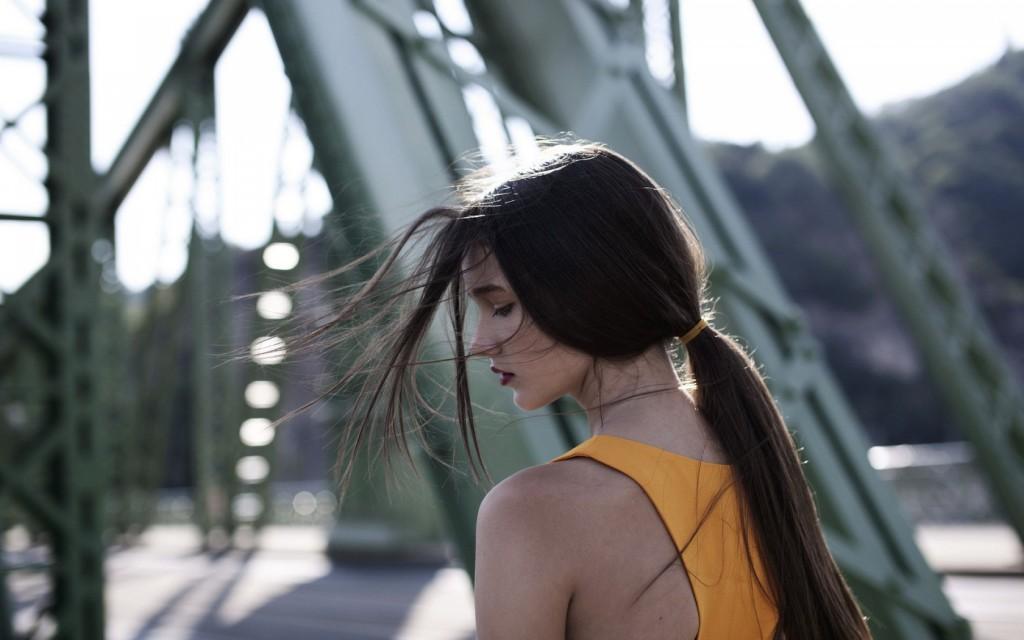 devojka na most_majkatiitatkoti