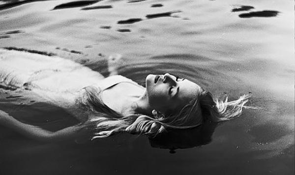 voda devojka_majkatiitatkoti