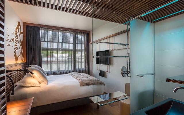 Seine_Floating_Hotel_3