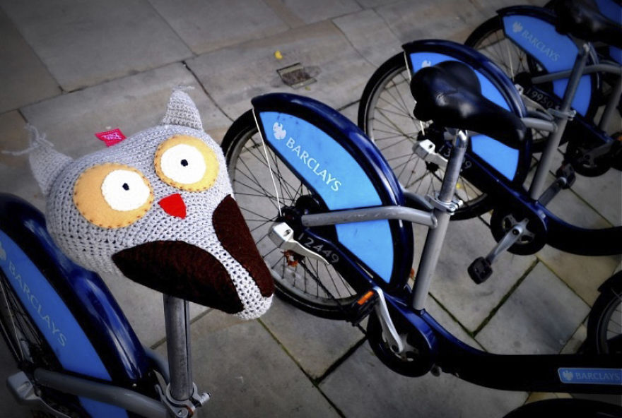 these-seat-covers-fight-smog-by-encouraging-children-to-bike-in-winter-5805eed4ebf40__880