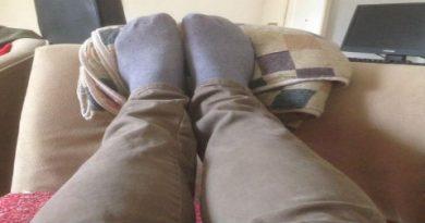 Гледам цел ден како постирате слики од различни чорапи…